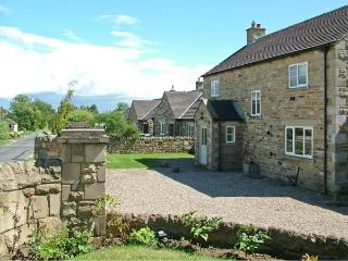 YORK HOUSE, pet friendly, character holiday cottage, with a garden in Hudswell, Ref 4075