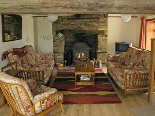 PLASAUDUON, pet friendly, character holiday cottage, with a garden in Bishops Castle, Ref 4013