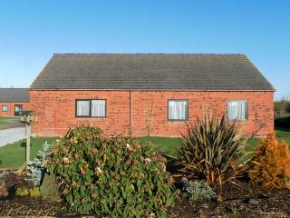 POUND COTTAGE, pet friendly, country holiday cottage, with a garden in Riccall , Ref 4010