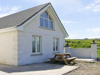 AN LISIN, pet friendly, character holiday cottage, with a garden in Ring, County Waterford, Ref 4163