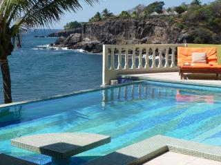 Luxurious Beach Front Bed  Breakfast & Spa, La Libertad