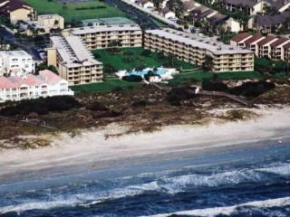 Beachfront Condo-Awesome Ocean View & Private Wifi, Saint Augustine Beach