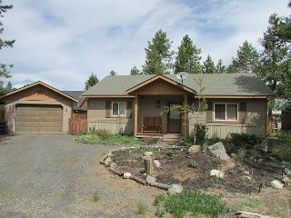 Conifer Cottage- Quiet location, walk into Ponderosa State Park & Beach, McCall