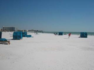 1BR1BA Siesta Key Crescent Beach HDTV PVR FreeWiFi - Siesta Key vacation rentals