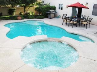 FAMILY HOME with SWIMMING POOL & SPA, Las Vegas