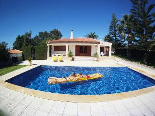 VILLA  with Large Gardens, Heated Pool and Jacuzzi, Lagos