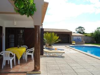 VILLA  with Private  Gardens, Large Pool and Jacuz, Lagos