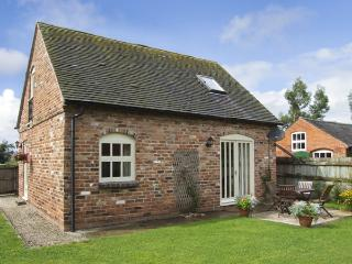 IVY COTTAGE, pet friendly, character holiday cottage, with a garden in Hollington, Derbyshire, Ref 4180