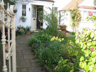 Malara Cottage - Bed & Breakfast on the Riverside, Kingston upon Thames