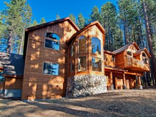 7 bd/8 bath Heavenly w/Pool, South Lake Tahoe