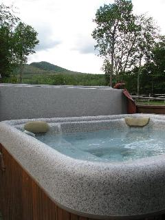 Our outdoor hottub for 6 w/mountain views in 2 directions