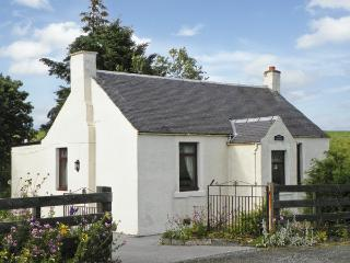 MOTE COTTAGE, pet friendly, country holiday cottage, with a garden in New Cumnock, Ref 4238