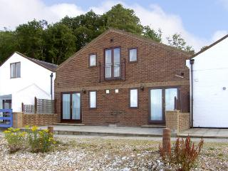 SAIL LOFT, family friendly in Yarmouth, Isle Of Wight, Ref 4221