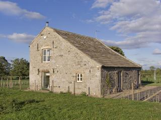 BLACK BARN, pet friendly, luxury holiday cottage, with open fire in Boldron , Ref 4236, Barnard Castle