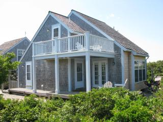Ocean Views-Immaculate Nantucket Beach Cottage