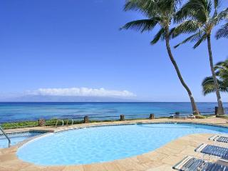 Ocean Front Studio Deluxe Newly Remodeled @Noelani, Lahaina