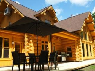 The Lakehouse, luxury lakeside log home., Saint Sauveur des Monts