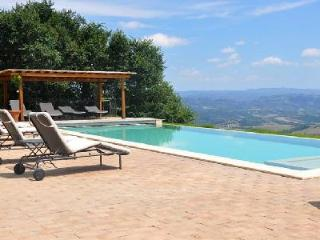 Torre Bisenzio, heated pool with breathtaking views over the hills and valleys, Orvieto