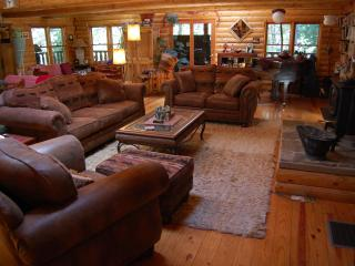 PAPA BEAR'S LODGE.. a log cabin retreat, Nevada City
