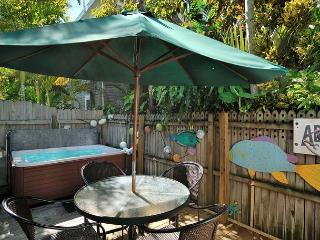 Conch Casa- Old Town Home w/ Pvt Hot Tub & Porch. Half a Block To Duval St, Key West