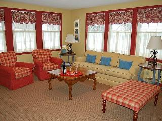 Charming Redbird Cottage- 3 blk walk 2 Lk MI Beach, Muskegon