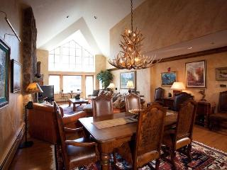 4/4 Ski-in/Ski-Out! On Ice Rink! 5 Star Lux Living, Beaver Creek