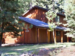 Peaceful Pines--Hot Tub, Wifi, Allergy-Friendly, Truckee