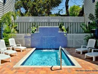 Providence Suite - Old Town Monthly Rental 1 Block to Duval. Gorgeous Grounds, Key West