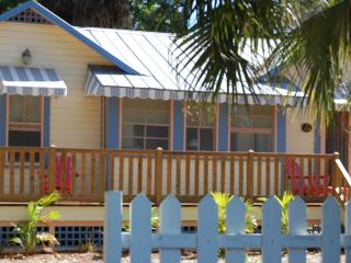 Historic 1/1 cottage with Old Florida charm, Nokomis