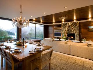 Forty Two - Luxury Central Queenstown Townhouse