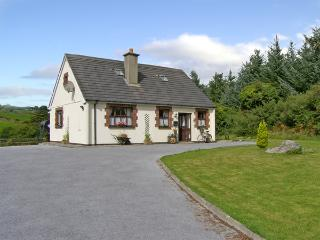 RIVER COTTAGE, pet friendly, character holiday cottage, with a garden in Touraneena, County Waterford, Ref 4315 - County Waterford vacation rentals