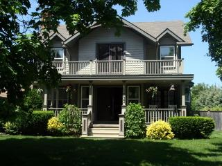 The Homestead- Luxury 4 Bedrm Vacation Home w Pool, Niagara-on-the-Lake