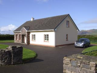 FUCHSIA LODGE, family friendly, country holiday cottage, with a garden in Ballyferriter, County Kerry, Ref 4328 - Ballyferriter vacation rentals