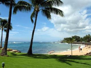 LIKE BEING ON A BOAT BEST LOCATION IN KUHIO SHORES, Poipu