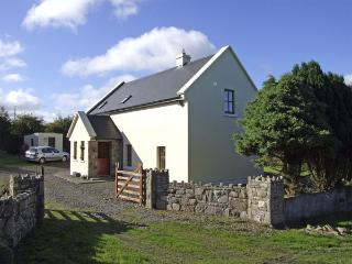 JOHNNIE'S COTTAGE, pet friendly, character holiday cottage, with a garden in Scarriff, County Clare, Ref 4326