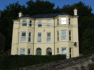 3 Clifton - Luxury house overlooking sea, sleeps 8, Youghal