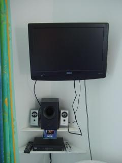 HD Flat Screen TV w/Stereo Speakers
