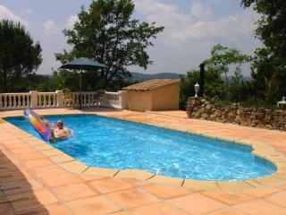 Villa Amboise- 5 Bedroom Rental with a Pool, Terrace, and Grill, Montauroux