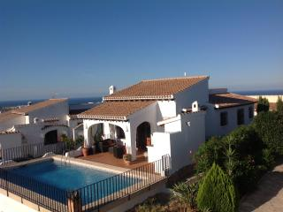 Casa Lucia Monte Pego, villa, pool, stunning views - free Wi-Fi and Aircon, Denia