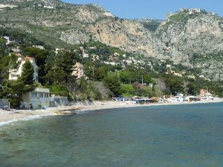 Eze sur mer 2 Bedroom Villa with a Terrace and 5 Minute Walk to Beach