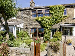 NUMBER 2 PICKLES HILL COTTAGE, character holiday cottage, with a garden in Oldfield, Ref 4128, Sutton Coldfield