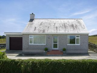 RHOSLAN, family friendly, country holiday cottage, with a garden in Rhosgoch, Ref 4157, Cemaes Bay