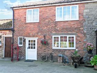 WOODLANDS COTTAGE, pet friendly, character holiday cottage, with hot tub in Snainton, Ref 3912, East Ayton