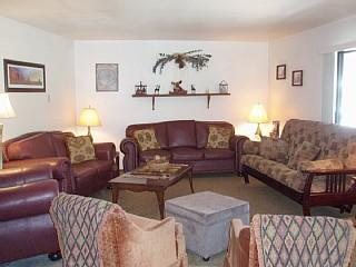 Large Condo 1 block from Giant Steps Resort *VALUE, Brian Head