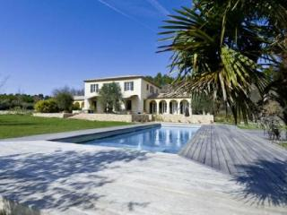 Lovely Villa with a Pool, in Le Puy Sainte Reparade, Le Puy-Sainte-Reparade