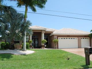 New canalfront House Belize, Cape Coral
