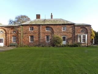 CARR COTTAGE, pet friendly, character holiday cottage, with a garden in Bridlington, Ref 4339