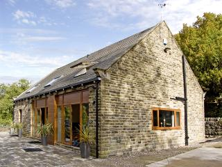 HOVE WOOD VIEW, pet friendly, country holiday cottage, with a garden in Cragg Vale , Ref 4370, Hebden Bridge