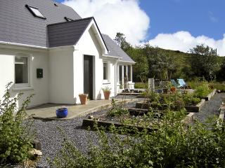 BLUE MEADOW COTTAGE, family friendly, country holiday cottage, with a garden in Ballylickey, County Cork, Ref 4428