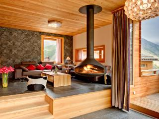 Chalet Chloe - independent freestanding chalet, Saas-Fee